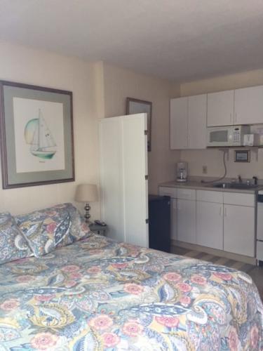 Room 22, kitchen