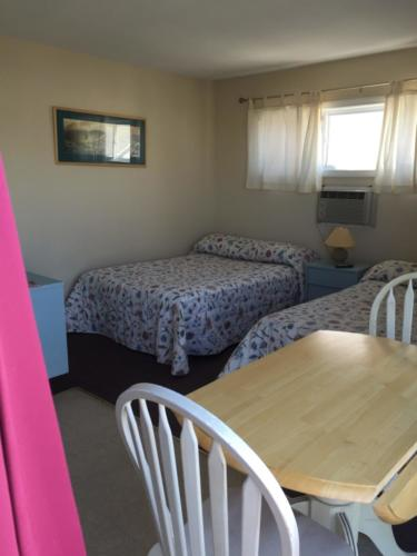 Room 25, (2 double beds, kitchen table & sink)