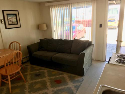 Kitchen 3, one bedroom unit; queen bed, double bed & a pull-out couchKitchen 3, queen bed, double bed, pull-out couch